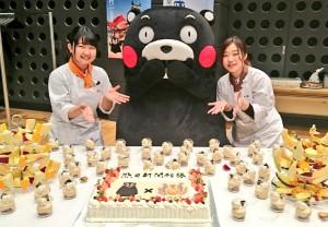 6ケーキとくまモンと学生