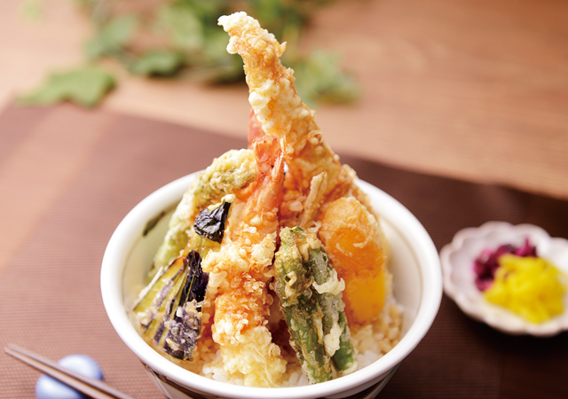 さっくさく!旬の野菜と魚介の天丼のイメージ