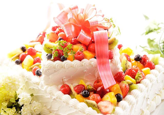 ホテルウェディングで人気のケーキのイメージ